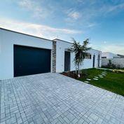 ULTRA ALL INCLUSIV 5i vzorový dom s garážou pri Golfovom ihrisku,