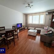 REZERVOVANÉ! Zrekonštruovaný 3-izbový byt s loggiou, 70 m2, 5./8, KLIMATIZÁCIA, ČASŤ ZARIADENIA V CE