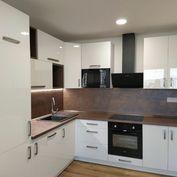 Na predaj moderný, krásny 3 izbový byt /pražský typ/ so 6m loggiou