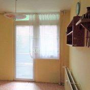 REZERVOVANÉ EXKLUZÍVNE 3 izbový byt v pôvodnom stave, 65m2 + balkón, 2. posch., sídl.: KVP