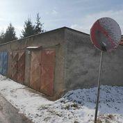 Garáž na Priemyselnej ulici, Prievidza