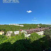 Priestranný byt s komorou, šatníkom a veľkou loggiou pri Líščom údolí, krásny výhľad.