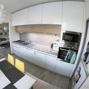 Na predaj 3izbový byt po kompletnej rekonštrukcii v centre mesta, 68m2
