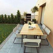 Penthouse v Miloslavove s veľkou zelenou terasou
