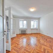 Exkluzívne na prenájom 3 a pol izbový byt, 104m2, s balkónom a výťahom v centre, Gorkého ul, Staré m