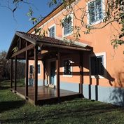 Historický dom na okraji obce Vyhne iba 10 km od Banskej Štiavnice.