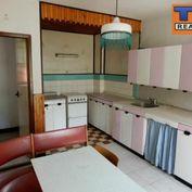 Znížená cena!!!Predávame starší rodinný dom v krásnom prostredí obce Zákopčie, pozemok 300 m2.