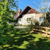Directreal ponúka Atraktívny pozemok so starším domom v tichej časti priamo pod Bôrikom, 1077 m2, Hr