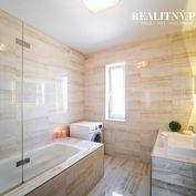 REALITNÝ PROFÍK ponúka na predaj krásny, svetlý a tichý 3 izbový byt v tehlovom dome v Starom meste
