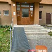 Exkluzívna ponuka na predaj priestranného 3-izbového bytu  v Prievidzi,  Zapotôčky, Šuleková ul.