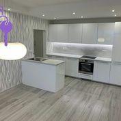 Ponúkame Vám na predaj 3 izbový byt Bratislava-Petržalka,  Námestie hraničiarov.