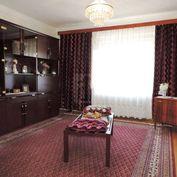 Directreal ponúka Na predaj 4-izbový rodinný dom s 2-mi samostatnými vchodmi, 2-mi kuchyňami a 2-mi