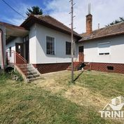 Rodinný dom s roziahlym pozemkom na predaj v obci Podhájska