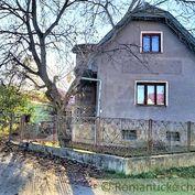 Priestranný rodinný dom v pôvodnom stave v tichej uličke obce Papradno