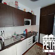 PREDAJ : 2 izbový byt s lodžiou po rekonštrukcii  v mestskej časti Uhlisko