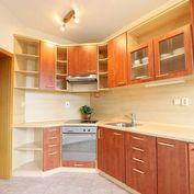 HERRYS - Na predaj veľký 2 izbový byt na Záhradníckej ulici v blízkosti trhoviska v Ružinove, parkin