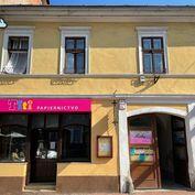 JEDINE U NÁS! Lukratívny obchodný priestor  v historickom centre na Hornej ulici v BB