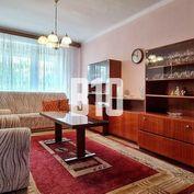 Rezervované - Priestranný 3.i. 88,35m2  byt v tehlovej bytovke v tichej časti Pezinka na skok od OC