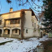TOMÁŠOV - Viacgeneračný rodinný dom s rozsiahlym pozemkom: 1698m2