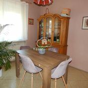 Ponúkame na predaj pekný priestranný rodinný dom v Hurbanove v časti Bohatá