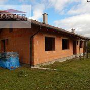 MASTER REAL- Na predaj rozostavaný 5-izbový rodinný dom, 953 m2, Poruba, okres Prievidza