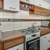 REZERVOVANÉ. Exkluzívne na predaj zrekonštruovaný 1-izbový byt, 37 m2, Toryská ulica, BA-Vrakuňa