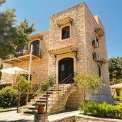 Stylová kamenná vila se zahradou a výhledem na hory, Kréta, Řecko