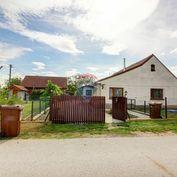 Na predaj:  4 izbový rodinný dom 130 m² s garážou, pozemok 804 m², Hviezdoslavov