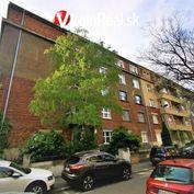 Ponúkame vo výhradnom zastúpení na predaj priestranný 2,5 izbový byt v Starom meste na Anenskej ulic