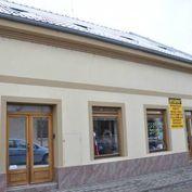 Prenajímame administratívne priestory ( polyfunkčný dom ) na frekventovanej časti mesta Komárna na u