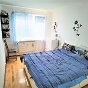Directreal ponúka Pekný priestranný 3-izb. byt s lodžiou s rozlohou 81m2 !! Na hlinách!!