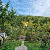 Záhradné chatky s rekreačným pozemkom priamo v Bystrici