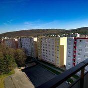 Priestranný byt blízko prírody (Lamač, Heyrovského ulica)
