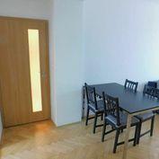 Príjemný, zrekonštruovaný, zariadený, tichý, tehlový byt, balkón, internet, pivnica, ideálna loka
