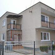 Veľký dvojgeneračný rodinný dom s garážou v obci Beladice za výhodnú cenu! 312 m2, pozemok 651 m2