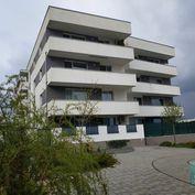 Senec - Ponúkame na predaj aj ako investíciu - väčší 1 izbový byt s balkónom, pivnicou + vlastné par