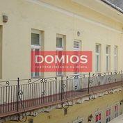 Prenájom admin. a obch. priestorov v histor. objekte na Hlavnej (2.500 m2, parking)