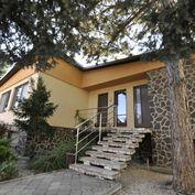 Ponúkam na predaj priestranný rodinný dom v Komárne-časť Nová Stráž