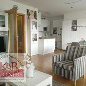 Ponúkame Vám na prenájom zariadený pekný 2-izbový byt s garážovým státím v Trenčíne na ulici Rybársk