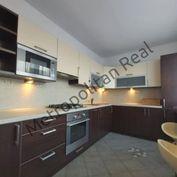 Slnečný 2-izbový byt s loggiou na zač. Petržalky na Mlynarovičovej ulici