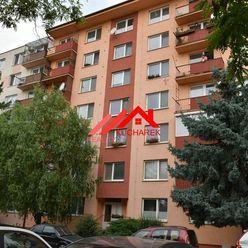 Kuchárek-real: Ponúka 3 izbový byt Bystrická ul. Pezinok.
