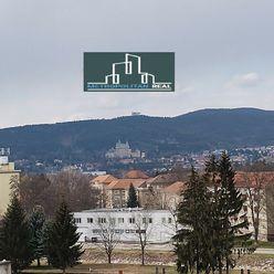 Svetlý 2,5-izbový byt s loggiou s výhľadom na Bojnický zámok