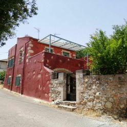 Renovovaný řadový kamenný dům s výhledem na moře, Kréta, Řecko