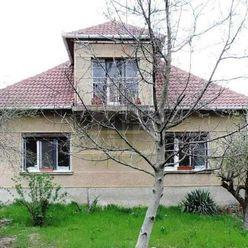 Directreal ponúka Na predaj 4-izb. rodinný dom s prístavbou a garážou na priestrannom pozemku 1526 m