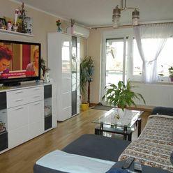 Ponúkame na predaj pekný 3. izb. byt po rekonštrukcii s vlastným kúrením a s garážou vo Vajnoroch.