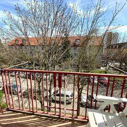 Tehlový 2i byt s komorou a balkónom v centre Senca - Nám. 1. mája