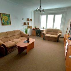 Video: 3,5-izb. byt, 3 samost. izby, veľký balkón, lodžia, pôv. stav - Martinčekova ulica