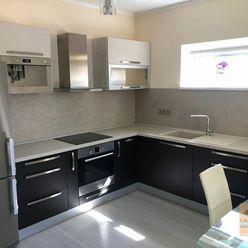 Prenájom priestranného a zariadeného  2-izbového bytu v novostavbe s terasou a predzáhradkou, BA II