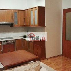 Kompletne zariadený 2 izbový byt s veľkou loggiou