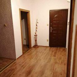 Na predaj prerobený veľkometrážny 3,5 izbový byt v meste Veľký Mede